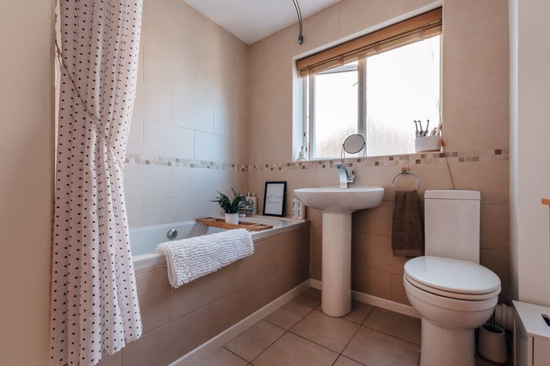 4 bed house for sale in Belton Road  - Property Image 13