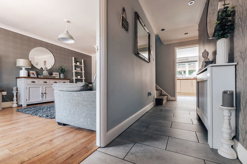 4 bed house for sale in Belton Road  - Property Image 3