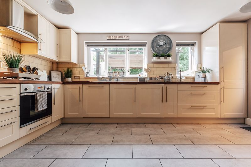 4 bed house for sale in Belton Road 6
