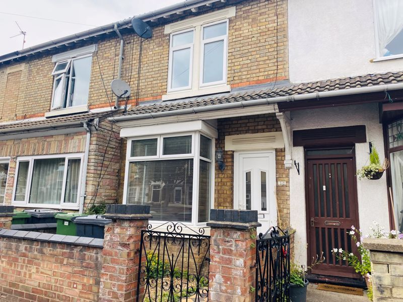 3 bed  to rent in Belsize Avenue, PE2
