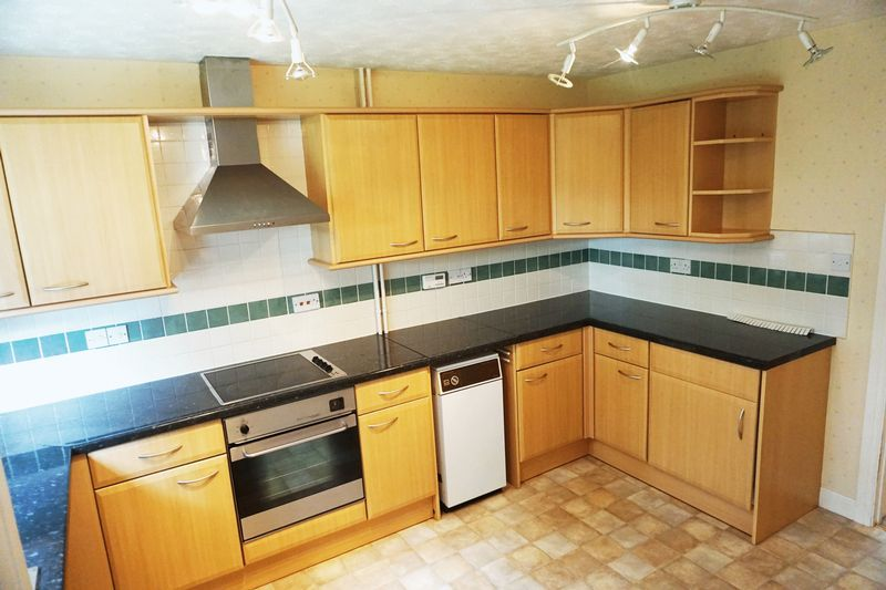 4 bed house to rent in Snowden Close, PE6