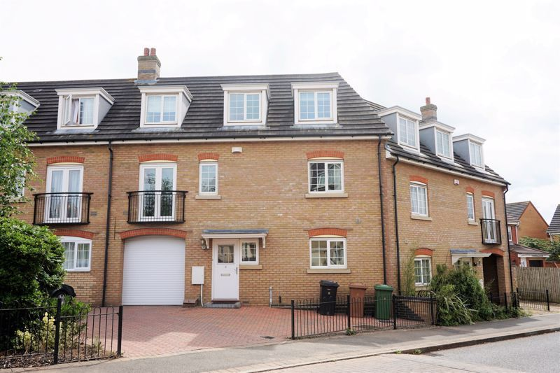 4 bed house to rent in Lady Charlotte Road, PE7