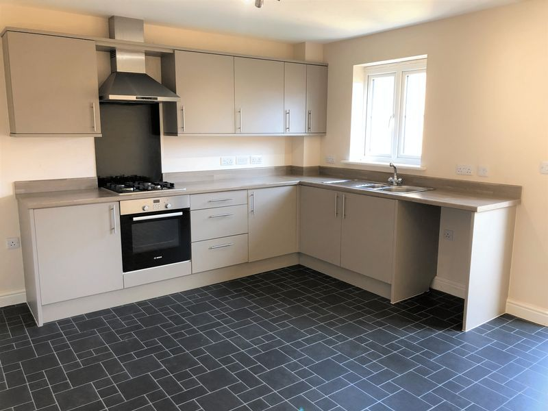 4 bed  to rent in Shipton Grove 1