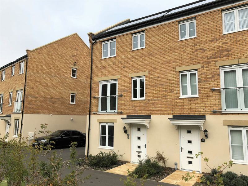 4 bed  to rent in Shipton Grove 2