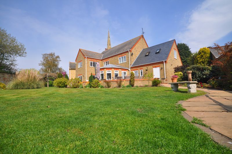 5 bed house for sale in Manor View, PE7