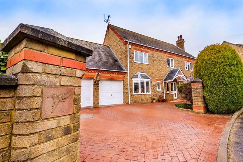 5 bed house for sale in Manor View  - Property Image 2