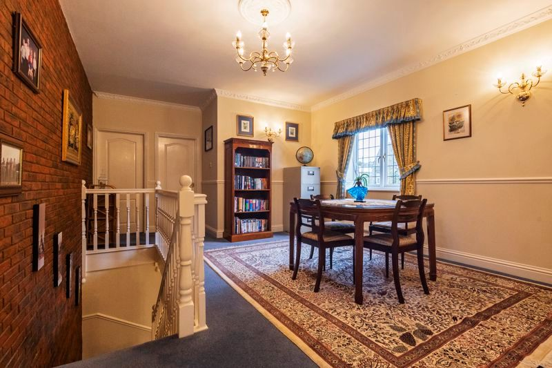 5 bed house for sale in Manor View 13