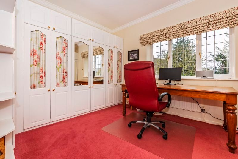 5 bed house for sale in Manor View 15