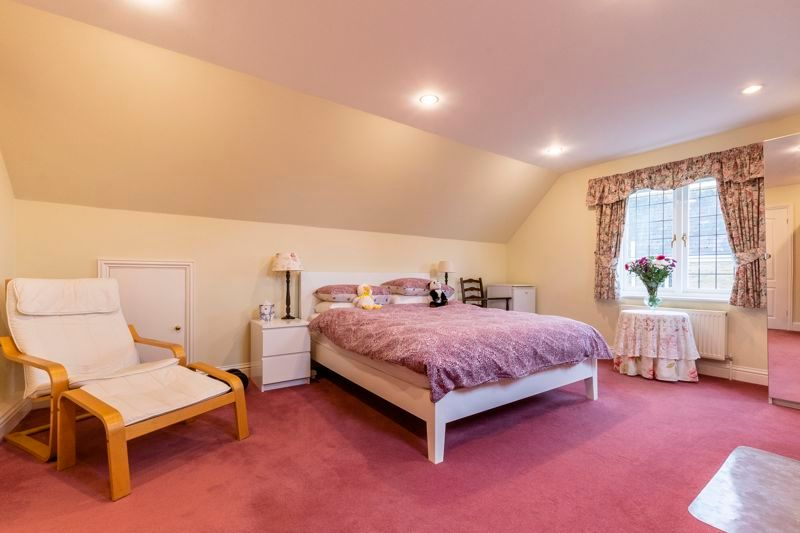 5 bed house for sale in Manor View 18