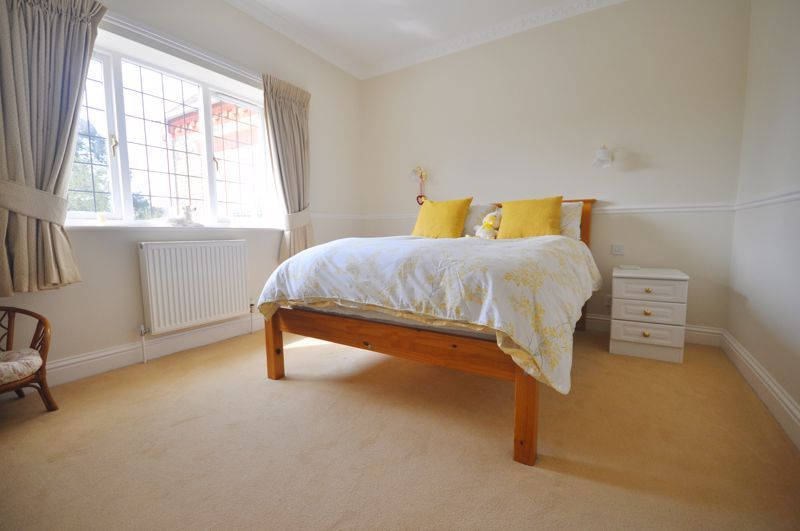 5 bed house for sale in Manor View 19