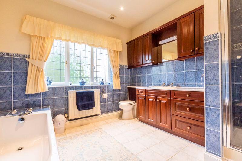 5 bed house for sale in Manor View 20