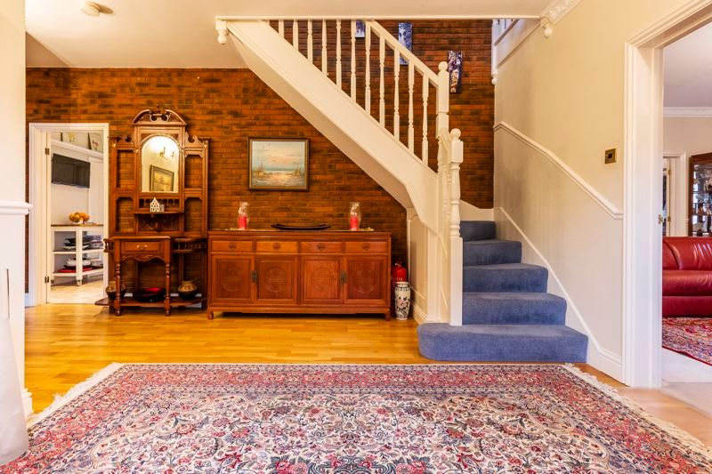 5 bed house for sale in Manor View  - Property Image 3