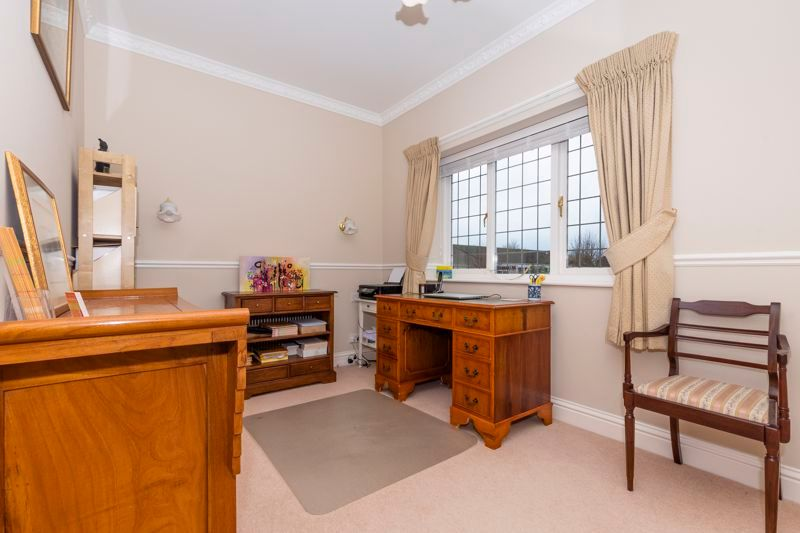 5 bed house for sale in Manor View 21