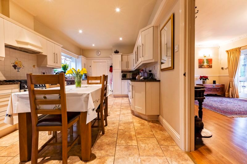 5 bed house for sale in Manor View  - Property Image 6