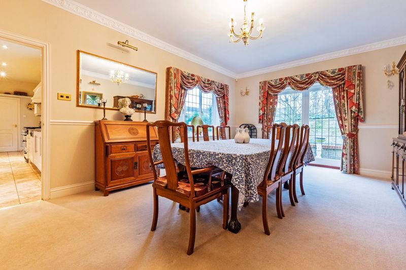 5 bed house for sale in Manor View 8