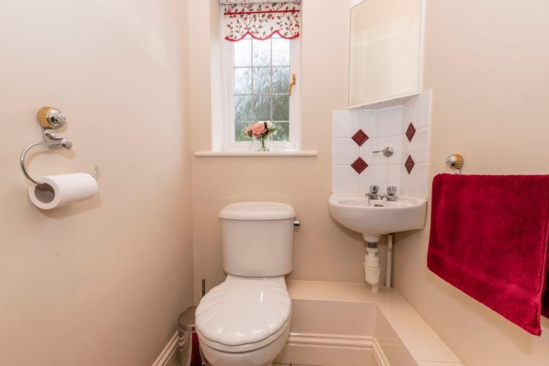 5 bed house for sale in Manor View 10