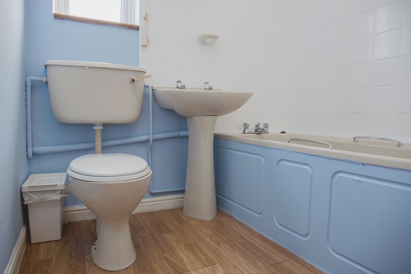 2 bed house for sale in Montagu Road 8