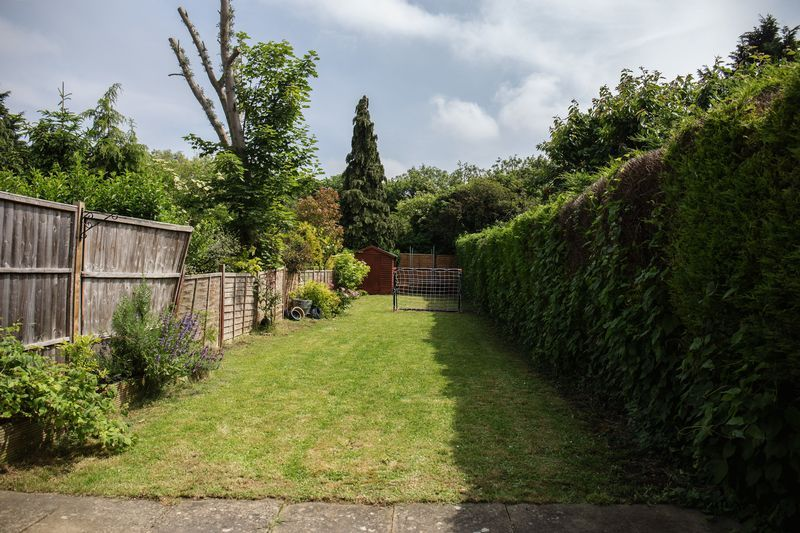 2 bed house for sale in Montagu Road 10