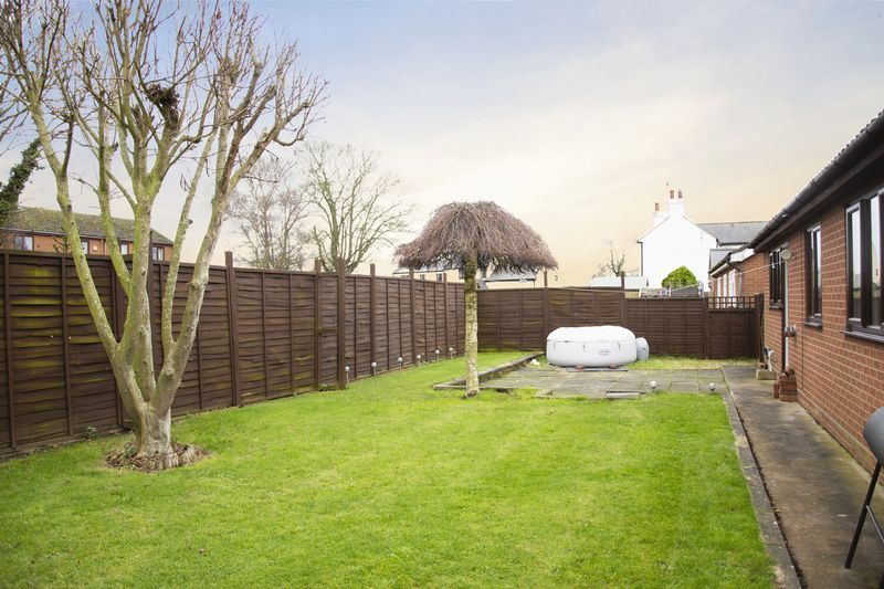 3 bed bungalow for sale in Little Common Lane 1