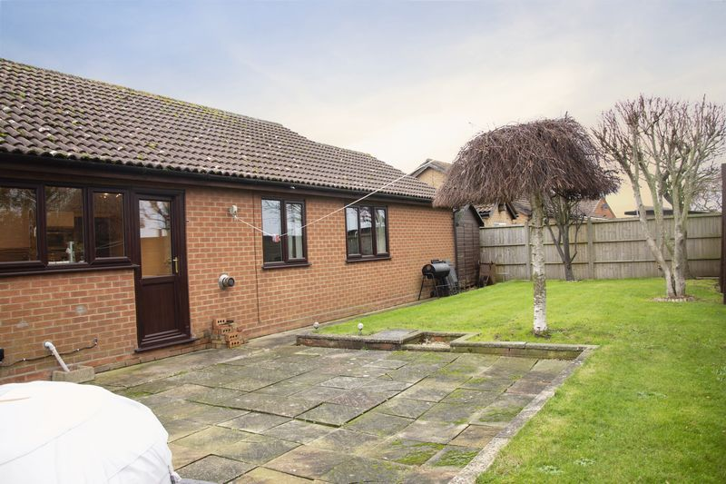 3 bed bungalow for sale in Little Common Lane 14