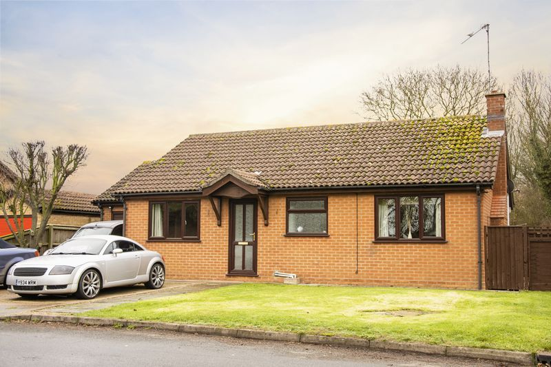 3 bed bungalow for sale in Little Common Lane 3
