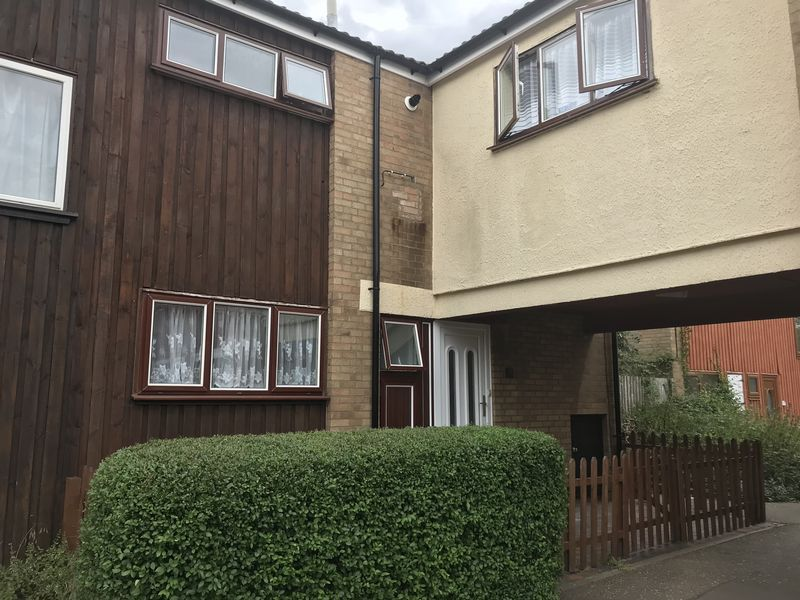 4 bed house to rent in Brewerne 1