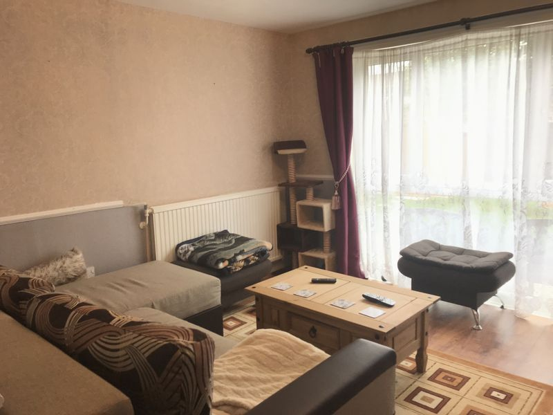 4 bed house to rent in Brewerne 6