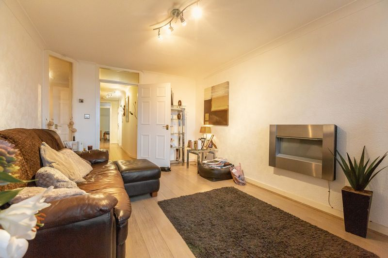 2 bed flat for sale in Stanwick Court  - Property Image 5