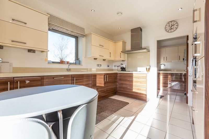 4 bed house for sale in Winsor Crescent 7