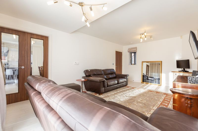 4 bed house for sale in Winsor Crescent  - Property Image 9