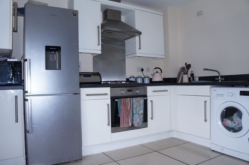 3 bed house to rent in Flinders Drive  - Property Image 3