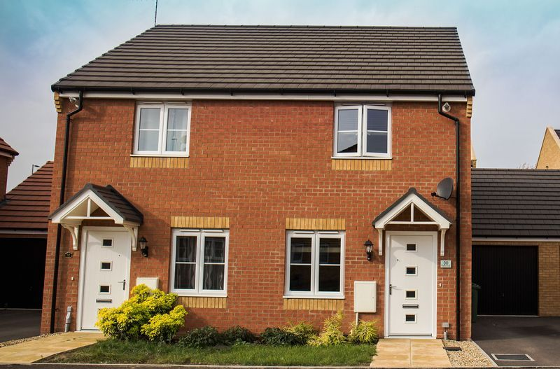 2 bed house to rent in Shipton Grove 1