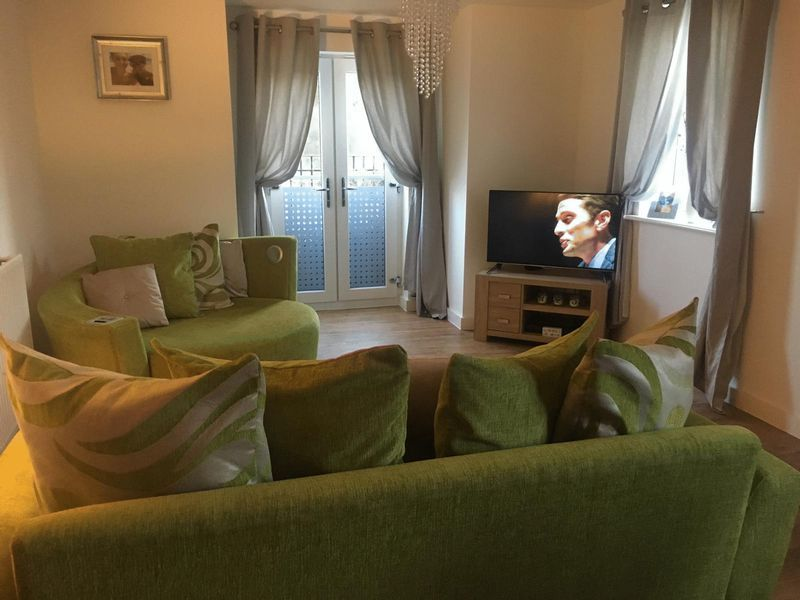 2 bed flat to rent in Spring Avenue 3