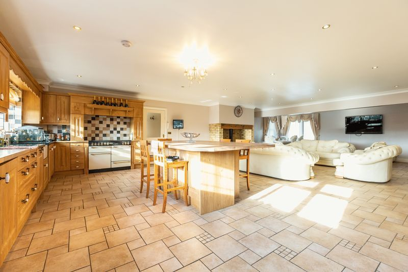 4 bed house for sale in Crowland Road  - Property Image 7