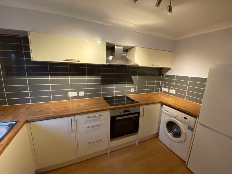 2 bed flat to rent in Thorpe Meadows, PE3