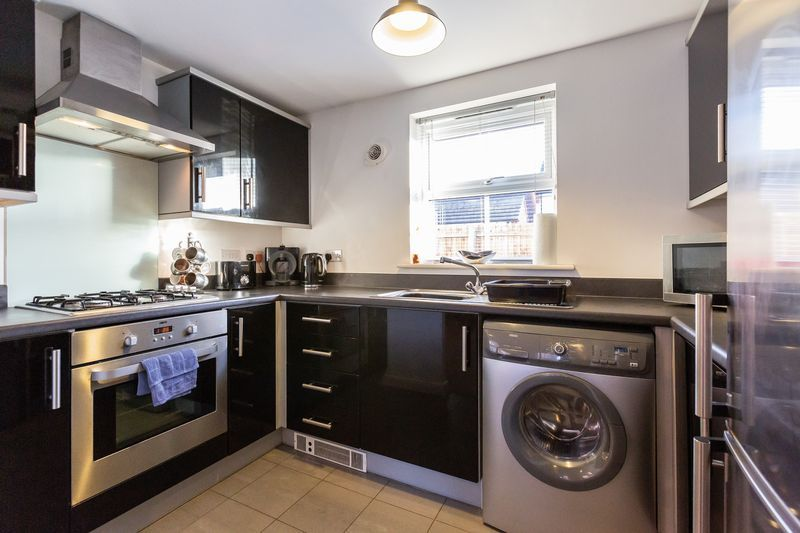 2 bed flat to rent in Verde Close 5