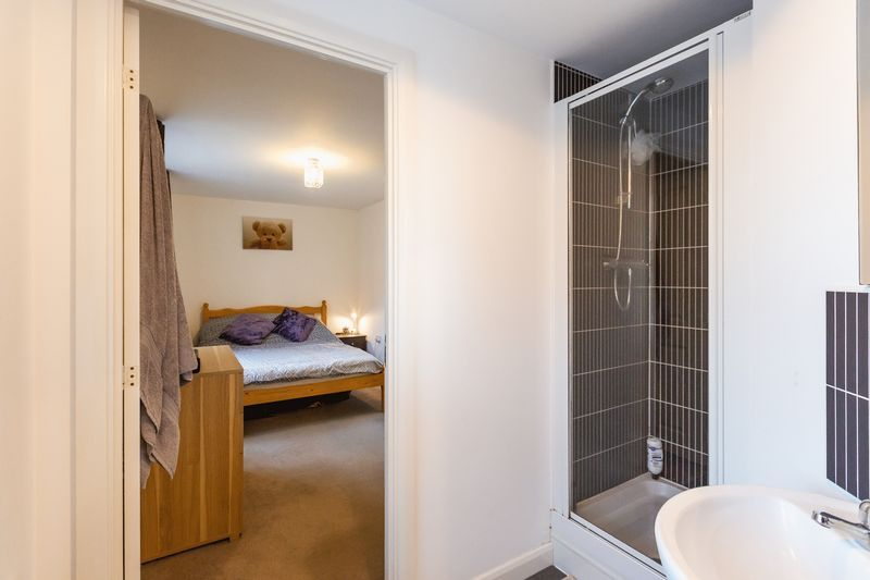 2 bed flat to rent in Verde Close  - Property Image 9