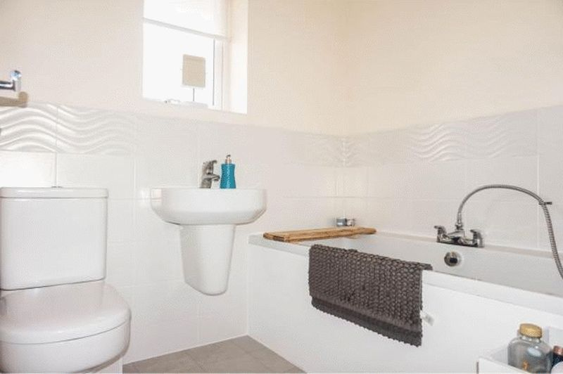 3 bed house to rent in Bradley Way 10