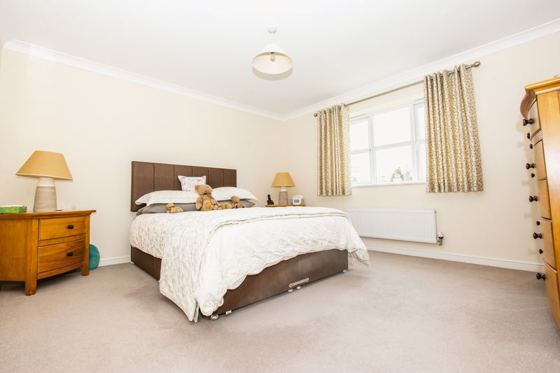 6 bed house for sale in Shackleton Way  - Property Image 12