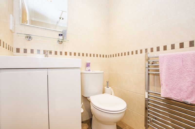 4 bed house for sale in Beauvoir Place  - Property Image 13