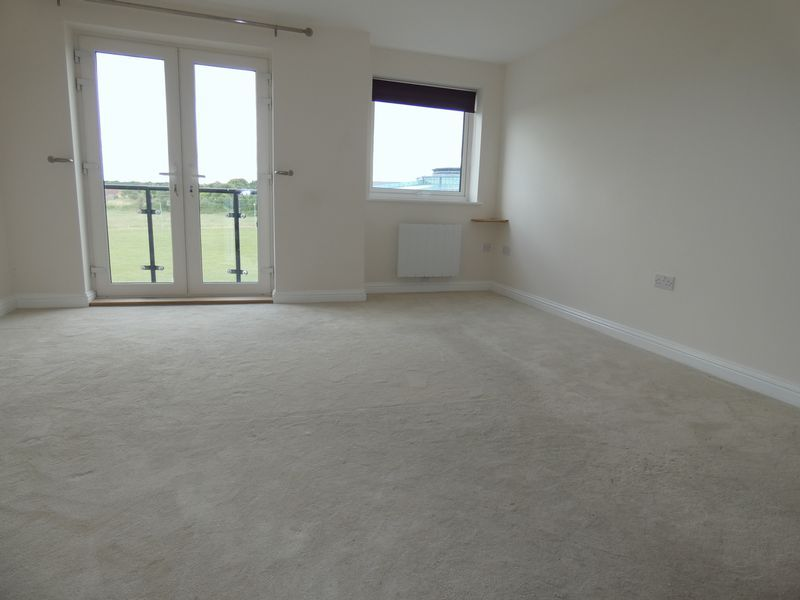2 bed flat to rent in Eagle Way 5