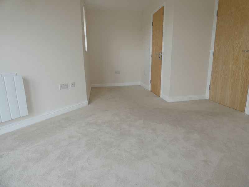 2 bed flat to rent in Eagle Way  - Property Image 7