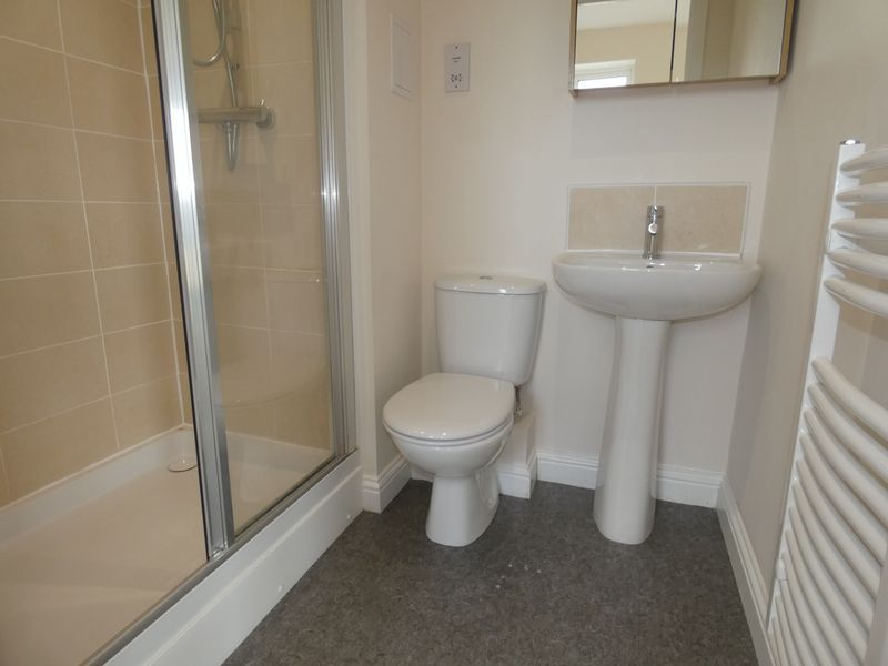 2 bed flat to rent in Eagle Way 9