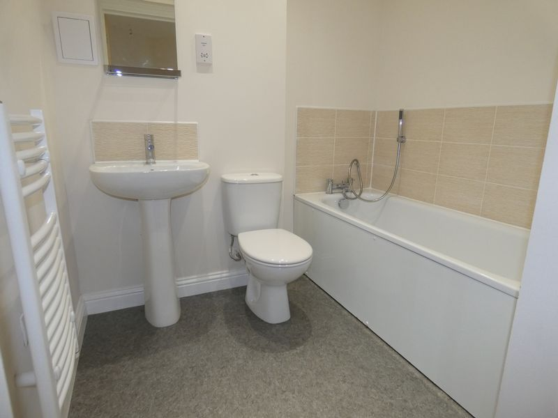 2 bed flat to rent in Eagle Way 10