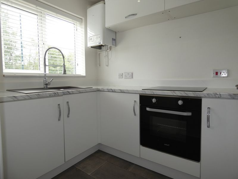 3 bed house to rent in Redshank Way 2