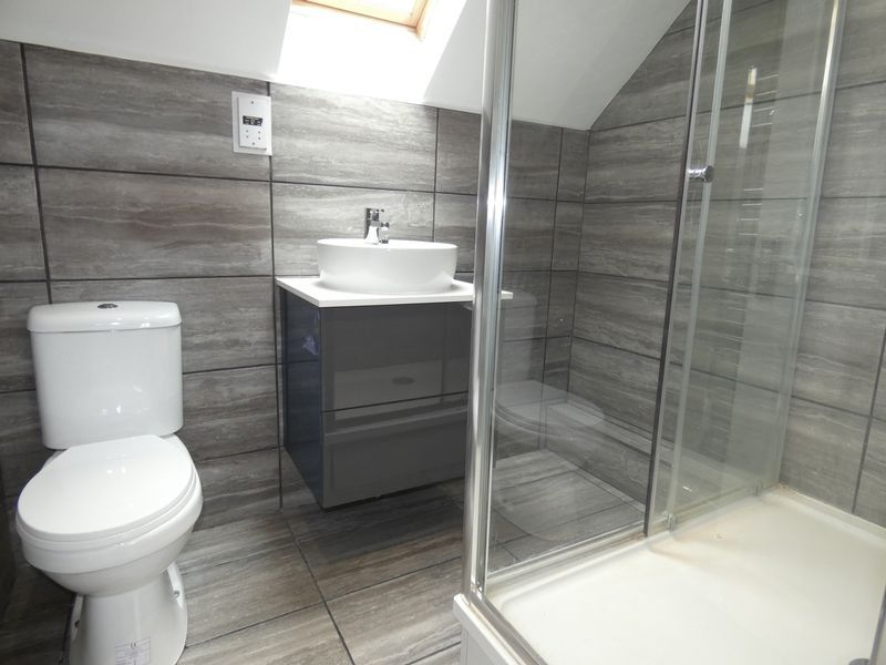 3 bed house to rent in Redshank Way 11