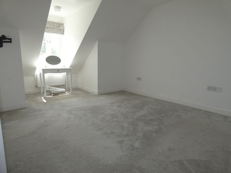 3 bed house to rent in Redshank Way 12