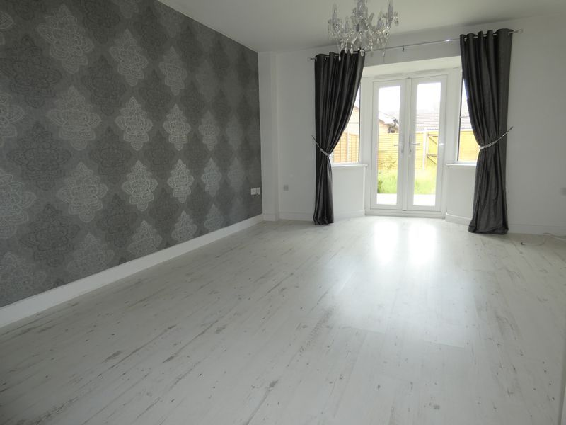 3 bed house to rent in Redshank Way 4