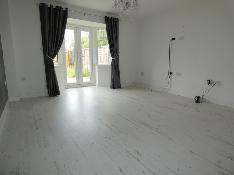 3 bed house to rent in Redshank Way 5