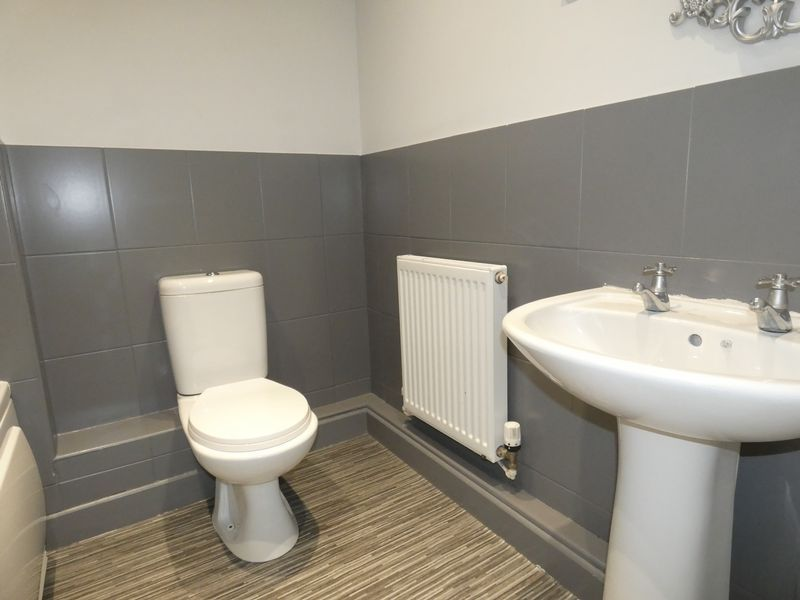 3 bed house to rent in Redshank Way 7